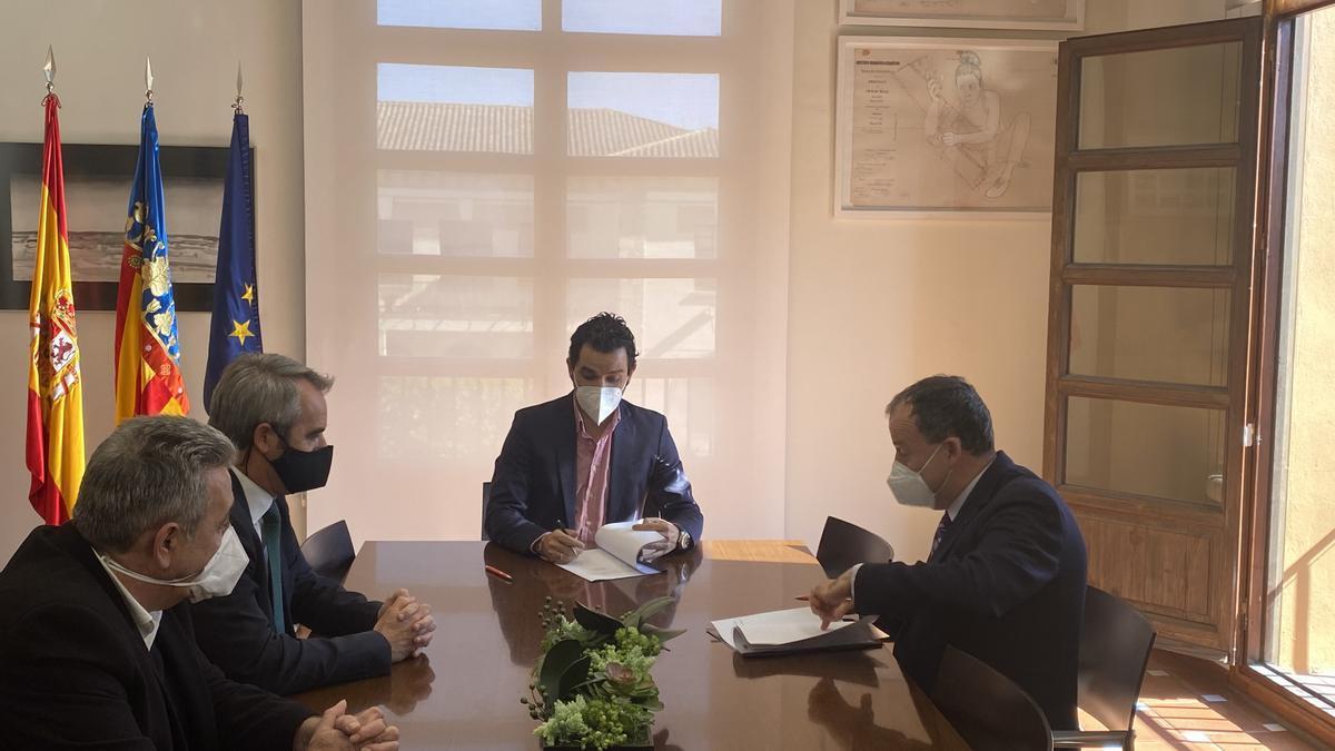 Firma del acuerdo entre Paterna y Redit