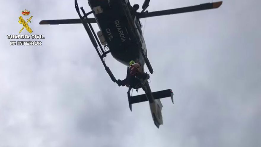 Rescatan a dos mujeres y a su perro atrapadas en un precipicio de 80 metros en el Puig de Massanella