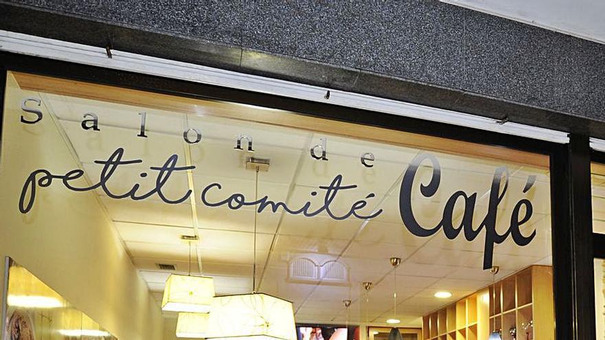 """Cafés en """"petit comité"""""""