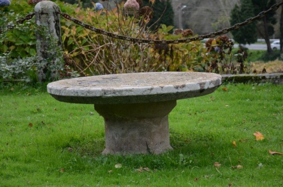 Mesa de piedra.png