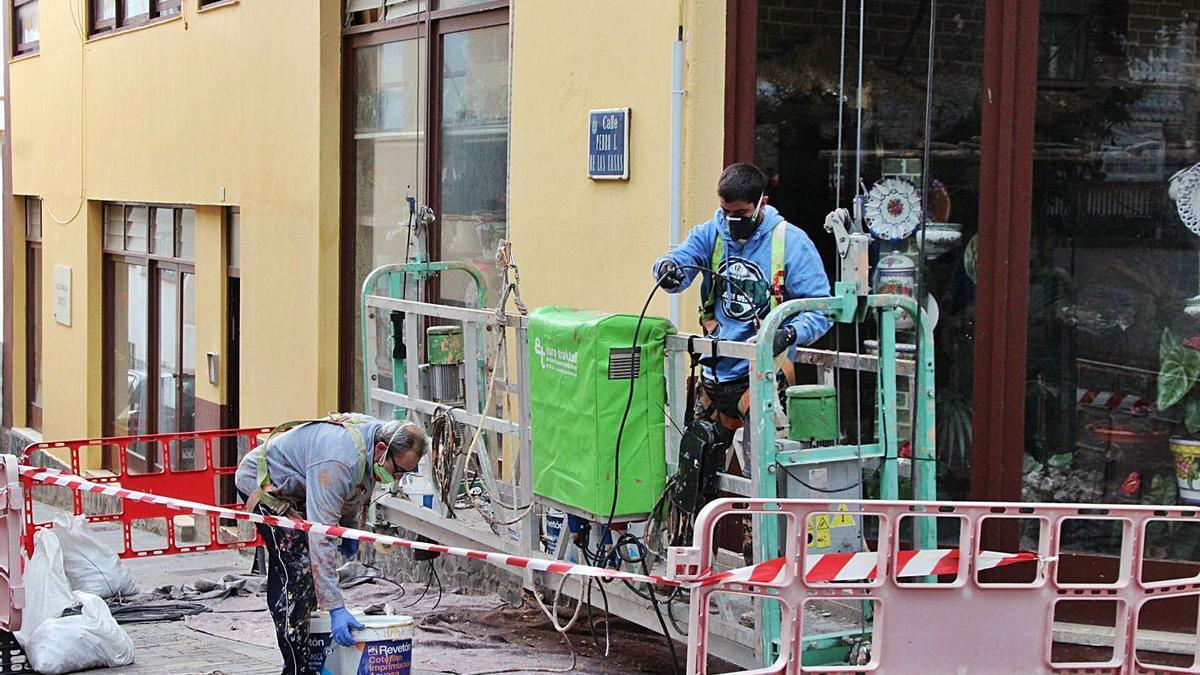 Trabajadores en una obra de la capital palmera.