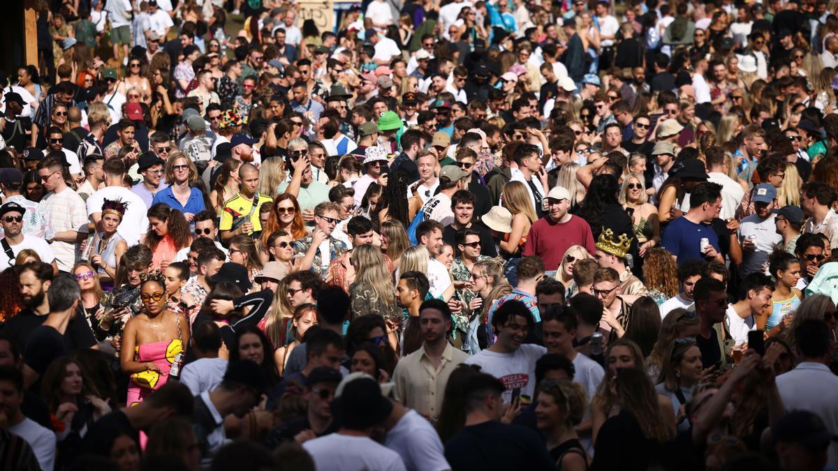 Decenas de personas en el festival GALA de Londres.
