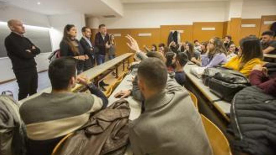 La Universidad de Alicante suspende dos años de empleo al profesor de los 223 ceros
