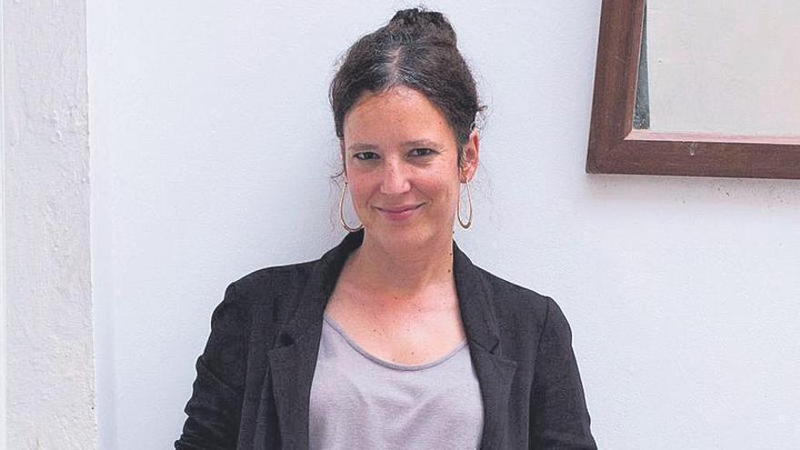 María Santana:  «No puedo concebir la poesía sin abrirse en canal»