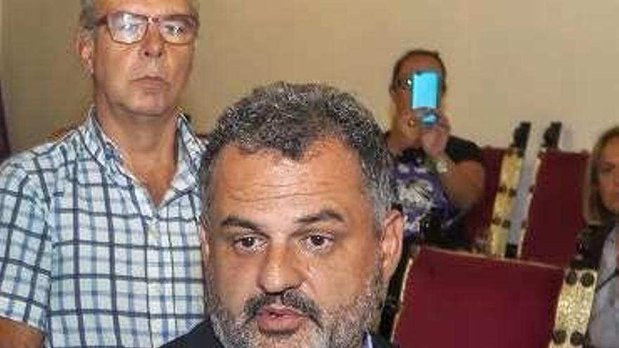 El alcalde de La Laguna aparta del gobierno al edil de los mensajes machistas