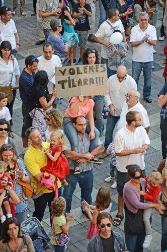 Protest für das Drei-Sprachen-Modell
