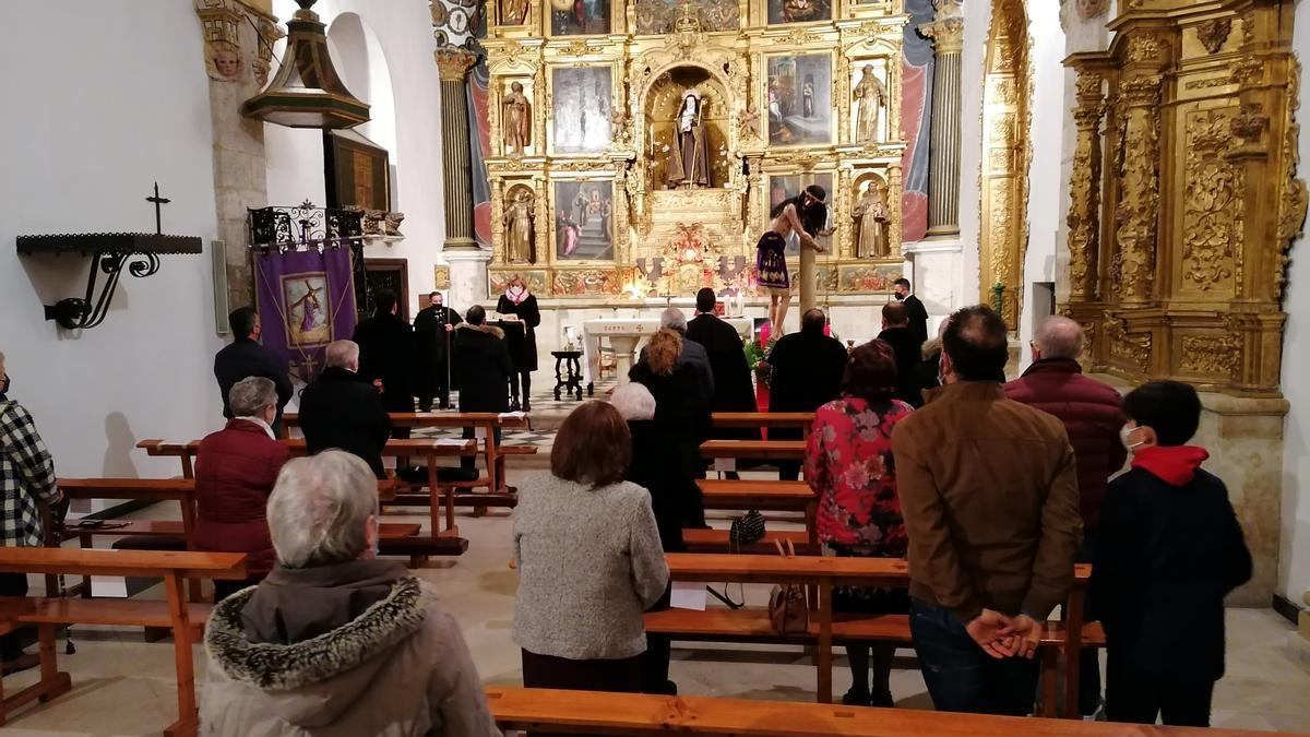 Toresanos y cofrades asisten a la celebración de la fiesta del Ecce Homo