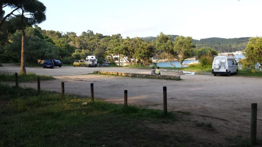 Palamós tanca aquest dissabte l'accés amb vehicle motoritzat als espais naturals de Castell-Cap Roig i de S´Alguer-pineda d´en Gori
