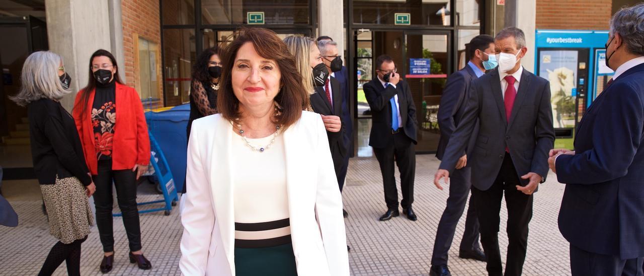 Amparo Navarro tras tomar posesión oficialmente del cargo de rectora en la UA