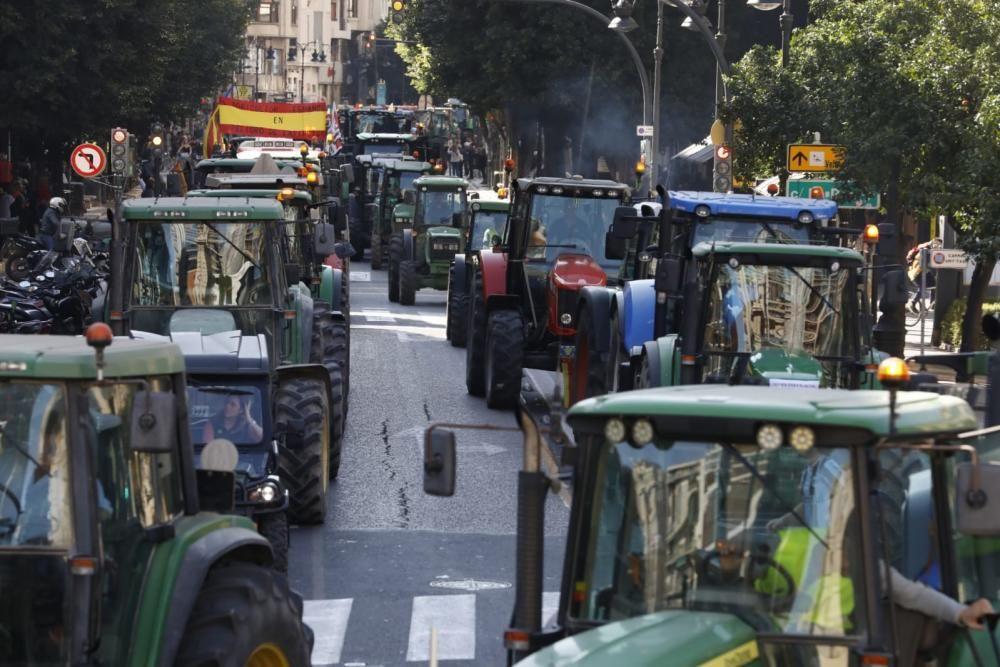 La tractorada en València desde la calle Colón hasta Porta de la Mar