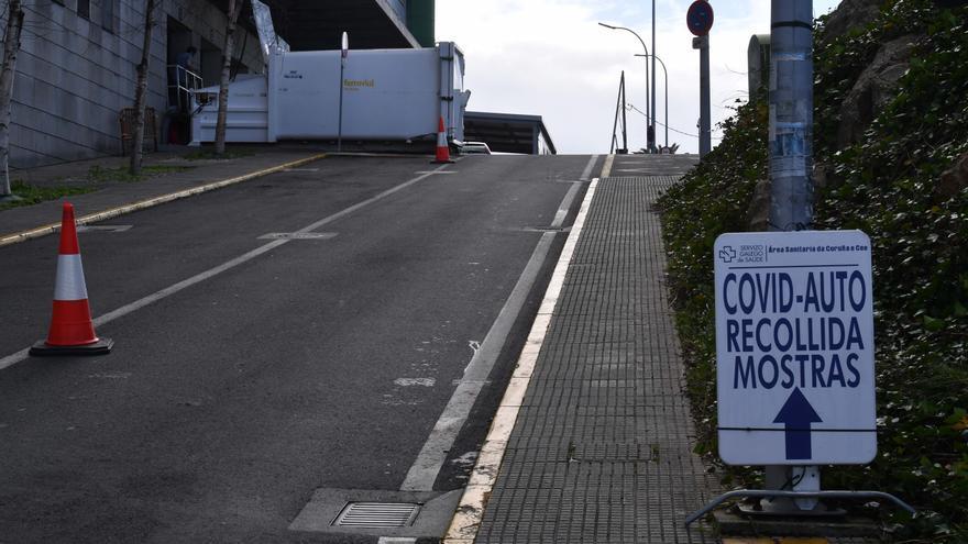 El alza de contagios y casos activos de COVID en Galicia pisa el freno