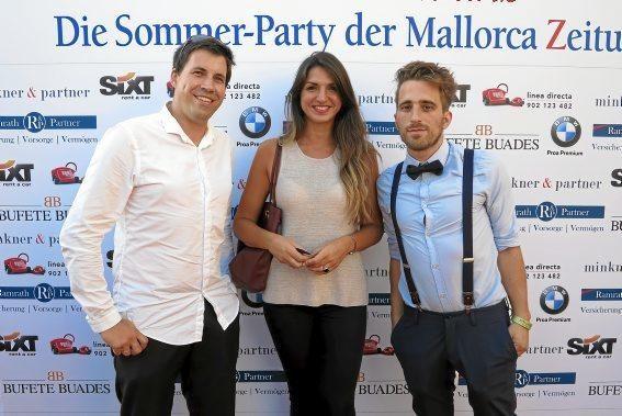 MZ-Redakteure Johannes Krayer und Patrick Schirmer Sastre mit Estefania Moll