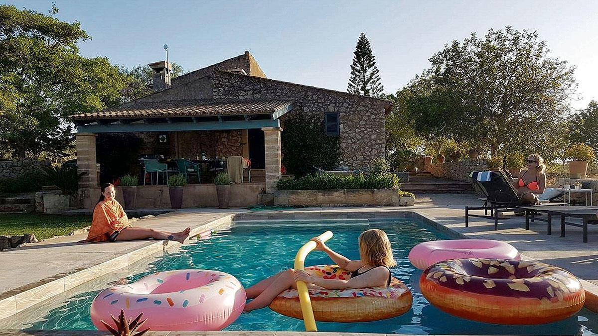Sorglos Planschen im Privatpool: Das ist auch in Corona-Zeiten ein Pluspunkt der Ferienfincas