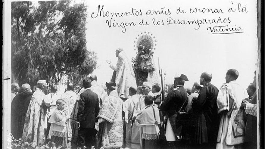 Ante el primer centenario de la coronación de la Virgen de los Desamparados