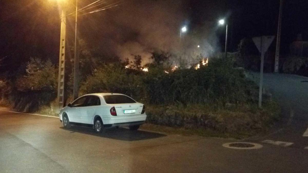 Uno de los incendios declarados en Vigo la pasada madrugada. // Policía Local