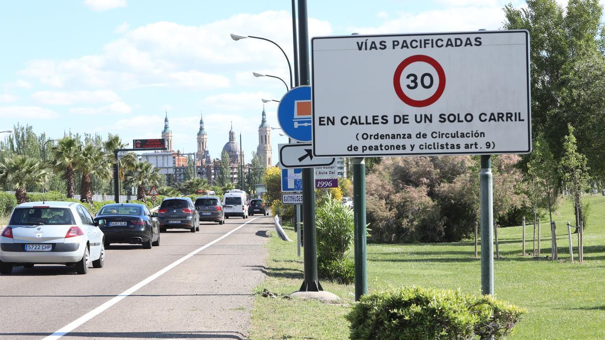 En los accesos a Zaragoza se informa de la limitación a 30 km/h.