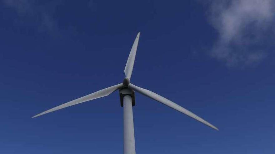 La Xunta libera tres millones para pagos por anular el concurso eólico del bipartito