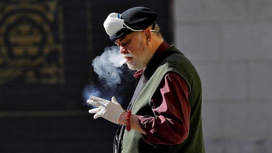 Sanidad advierte que los fumadores son más vulnerable a padecer un Covid-19 más violento