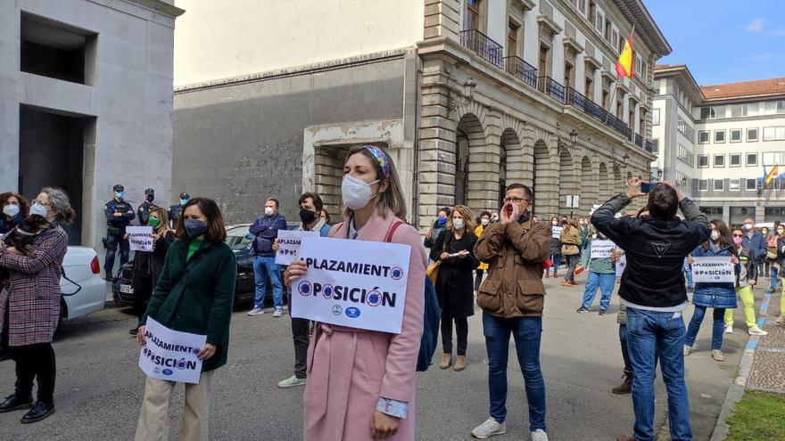 Los profesores interinos hacen huelga: un 35%, según los organizadores; un 5%, dice Educación