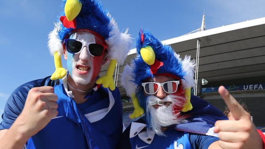 Las aficiones de Francia y Portugal calientan la final de la Eurocopa