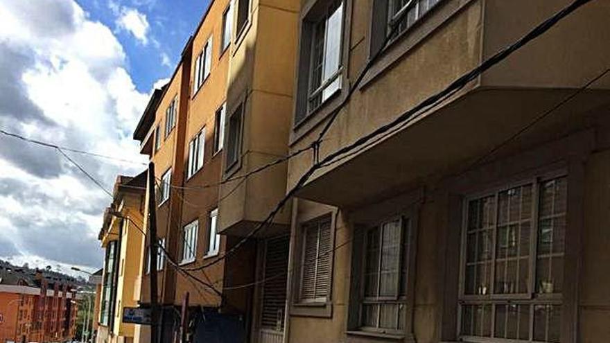 Cambre entierra cables en la calle Otero Pedrayo