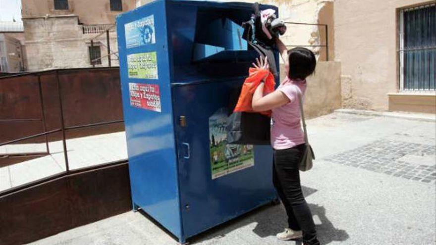 Muere un joven de 22 años en Málaga tras quedar atrapado en un contenedor de ropa usada