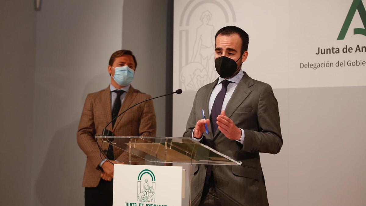 Ángel Herrador, junto a Antonio Repullo, anuncia la apertura del plazo para solicitar las ayudas de la Junta.