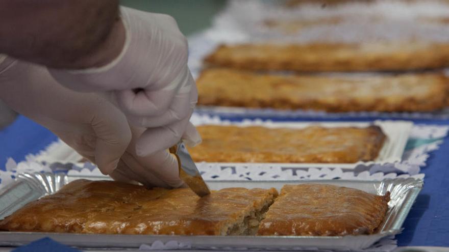 Cómo hacer la coca amb tonyina, el manjar de Hogueras