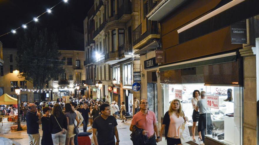 Els comerciants converteixen el centre de Manresa en una festa nocturna