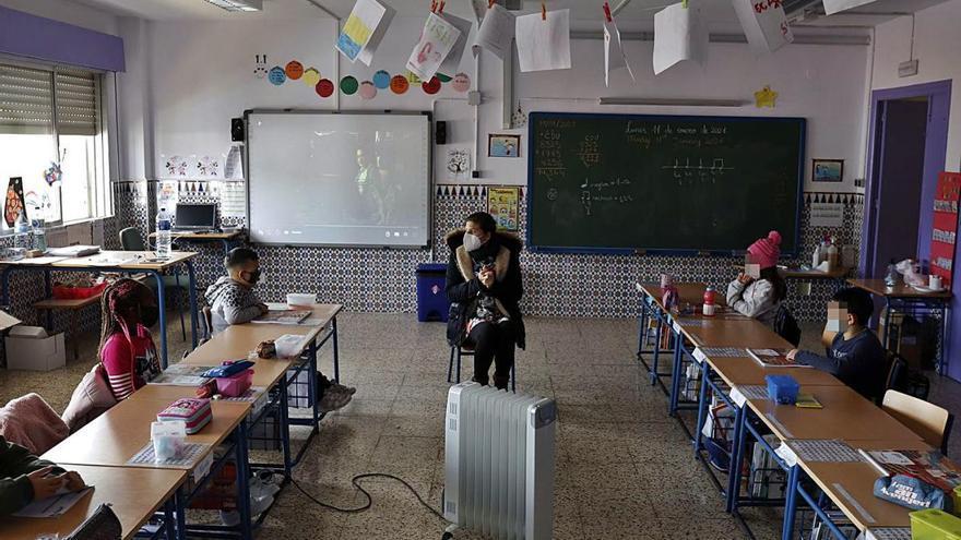 El frío se cuela en las aulas