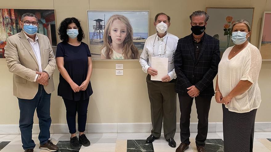 Leonor Solans gana el XI Concurso de Pintura Evaristo Guerra de Vélez-Málaga con su obra 'La Playa'