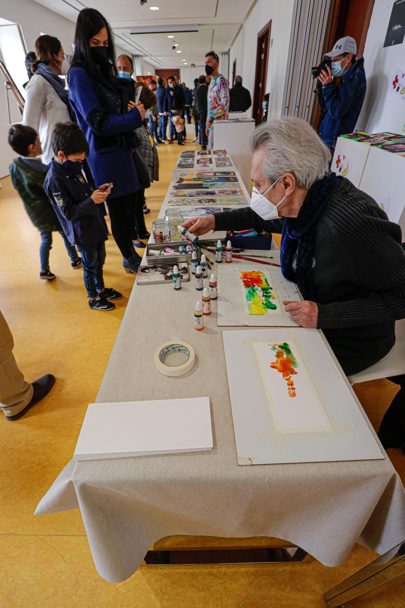 El IVAM acoge en Alcoy un mercadillo con obras de seis artistas locales que reflejan toda la esencia de los Moros y Cristianos