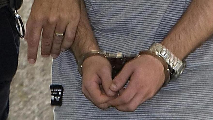 Detenido por amenazar con detonar una granada para evitar el desalojo de su piso