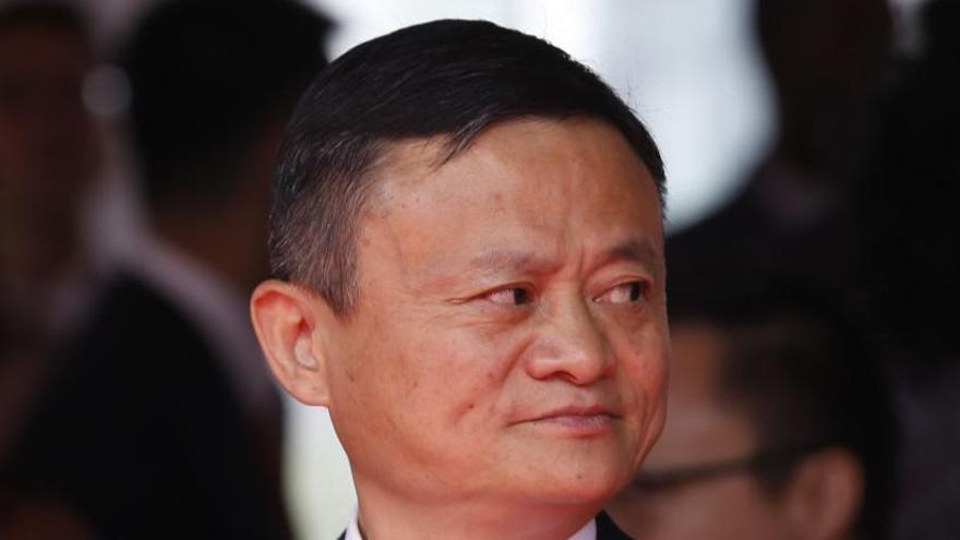 Alibaba informa al Rey del envío de 50.000 test y 100 respiradores