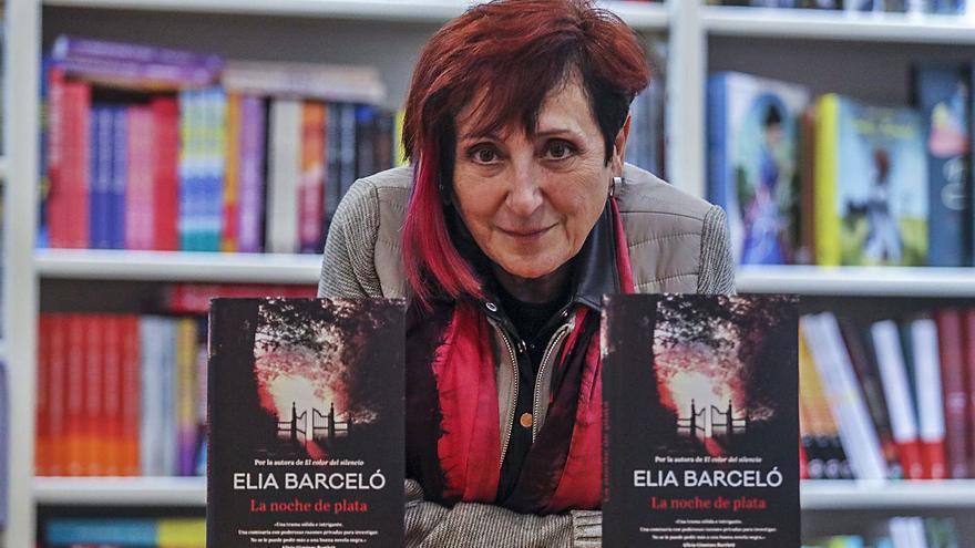 Elia Barceló: «Devuelvo a los lectores lo que me dio la literatura cuando era adolescente»