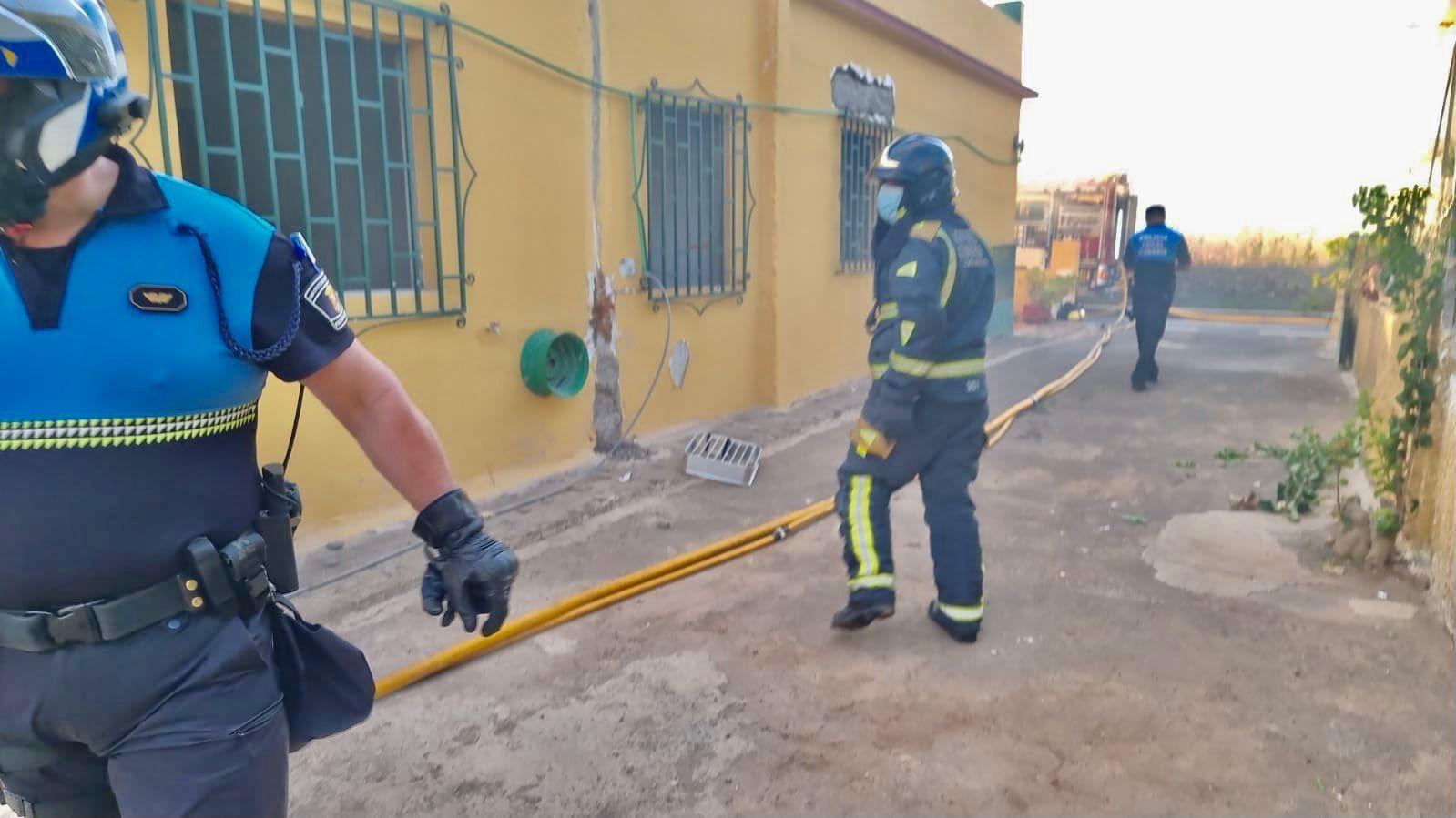Incendio y derrumbe parcial de una vivienda en La Laguna (25/08/2021)