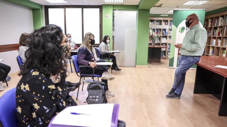 """Ana Isabel Rodríguez, la opositora asturiana con síndrome de Down que no se pone límites: """"Los obstáculos los ponen los que nos rodean"""""""