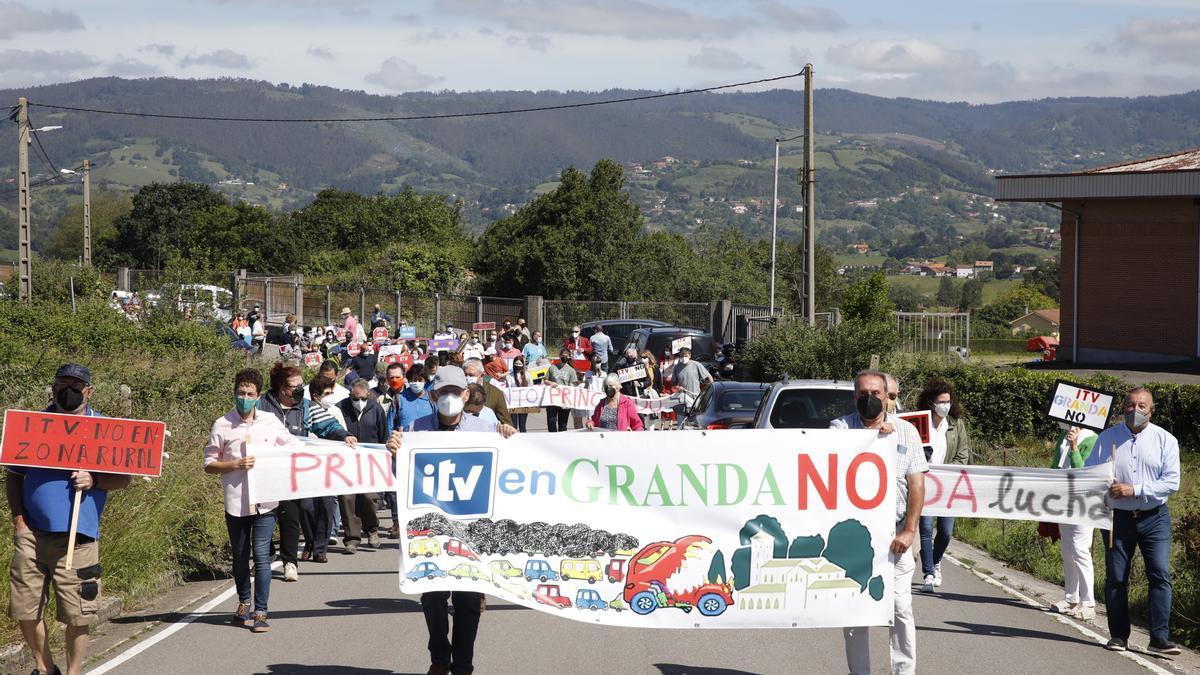 Protestas vecinales por la ITV de Granda