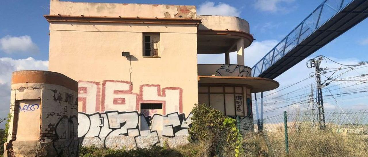 En la actualidad la construcción está totalmente abandonada y en un evidente estado de degradación.