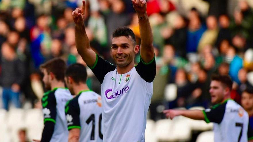 El exdelantero del Sporting David Barral se estrena a lo grande como goleador del Racing de Santander