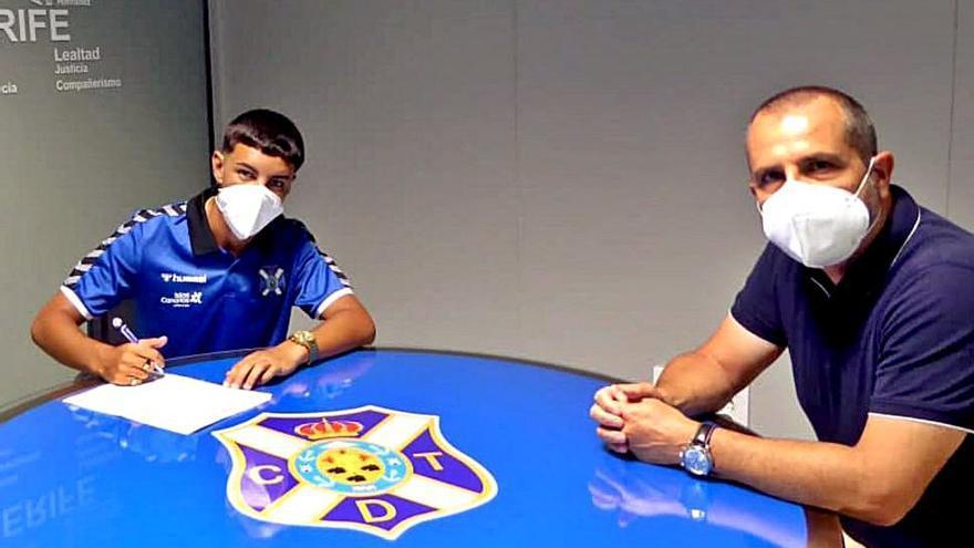 Dylan Perera renueva su contrato hasta el final del curso 24/25