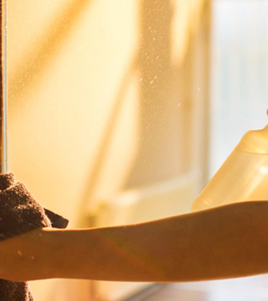 El producto del que todo el mundo habla y que dejará la mampara de la ducha como nueva