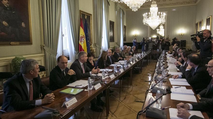 Murcia ve peligrar las rebajas fiscales con el marcaje del Gobierno central a Madrid