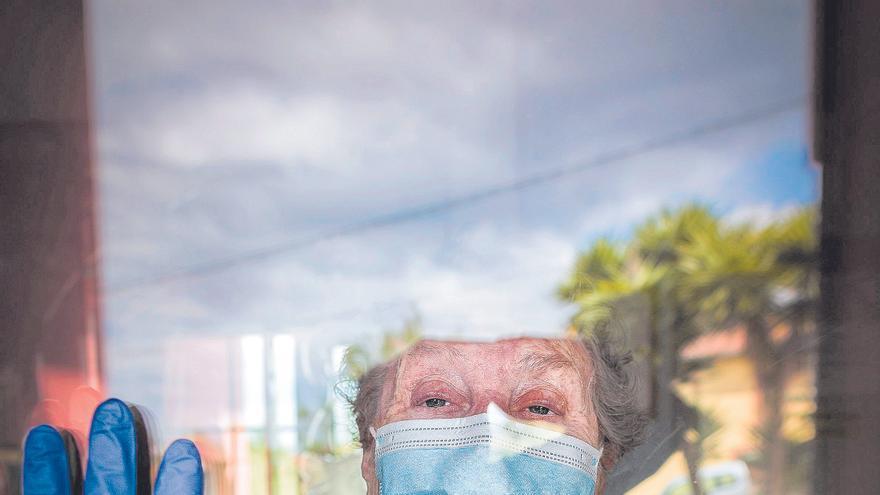 Un año de pandemia: resumen de las tres olas de tragedia y resistencia que cambiaron la vida de los asturianos