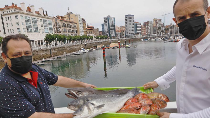 Así elige Gonzalo Pañeda, del restaurante gijonés Auga, el mejor pez para sus platos