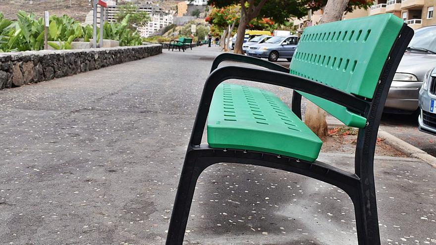 Mobiliario urbano de material reciclado