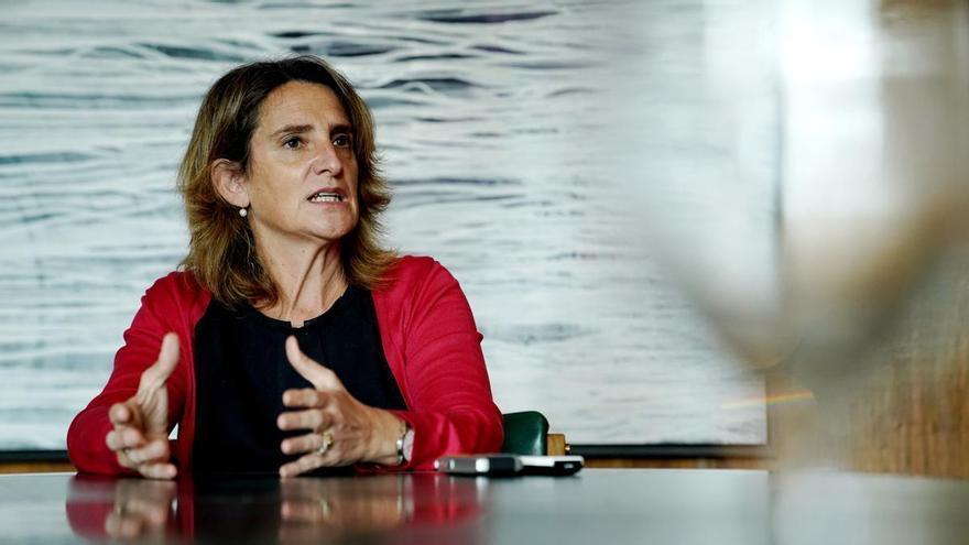 """Teresa Ribera, sobre las eléctricas: """"Es hora de reclamarles el compromiso social que tanto aparece en su publicidad"""""""