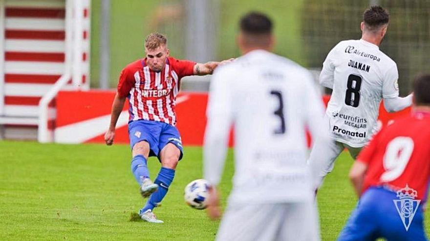 El Sporting B pierde en casa ante el Zamora
