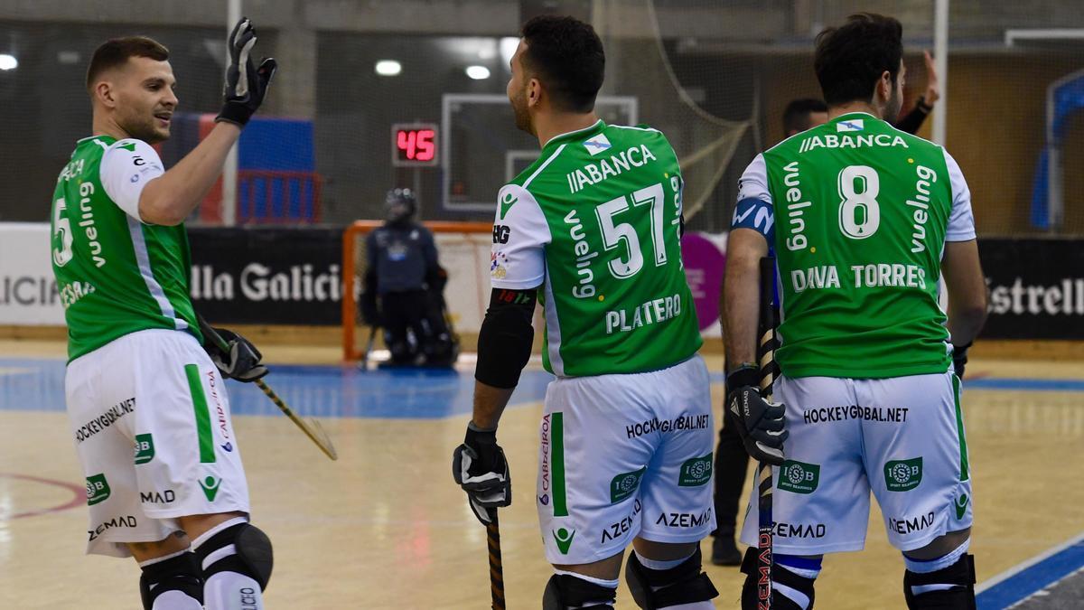 Jugadores del Liceo, en un reciente partido frente al Noia.