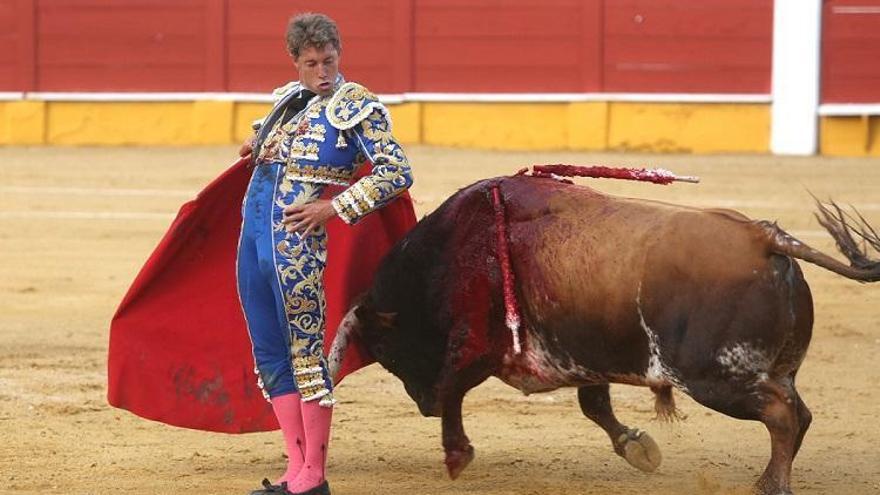Román y Escribano triunfan con una gran corrida de Santiago Domecq en Cabra